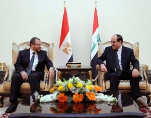 Iraqi Prime Minister Nuri al-Maliki talks with his Egyptian counterpart Hisham Qandil during a meeting in the Iraqi capital Baghdad. (AFP Photo)
